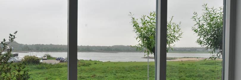 uitzicht Veez kantoor over de Waal